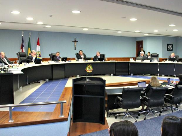 Julgamento das contas ocorreu nesta quarta (25) (Foto: Adneison Severiano/G1 AM)