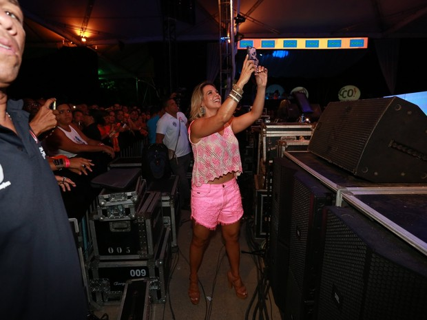 Carla Perez em show em Salvador, na Bahia (Foto: Ag. News)
