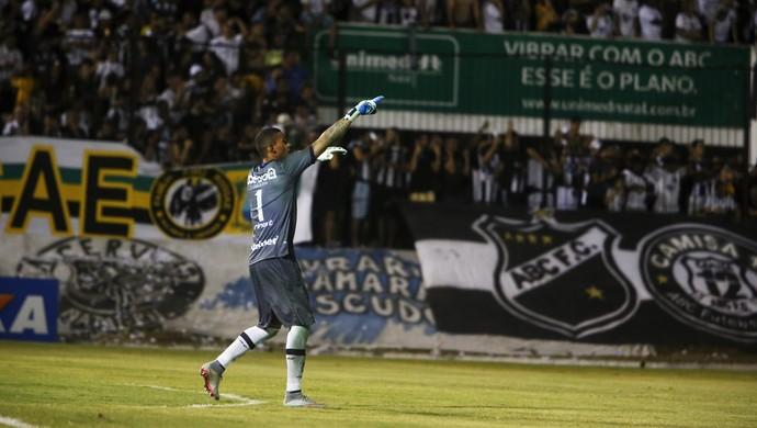 ABC - Edson, goleiro (Foto: Alexandre Lago/GloboEsporte.com)