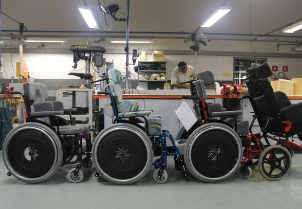 Além de produzir órteses e próteses, a oficina faz adaptações para cadeira de rodas  (Foto: Divulgação)