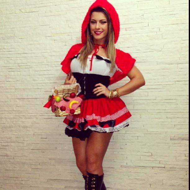 Babi Rossi se veste de Chapeuzinho Vermelho para festa à fantasia (Foto: Reprodução/ Instagram)