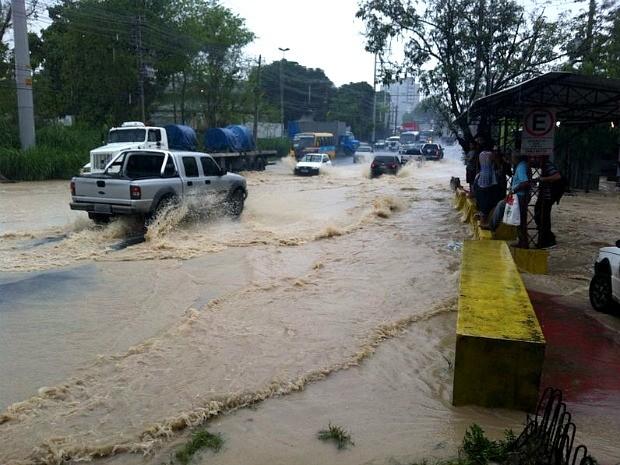 Avenida Buriti, na Zona Leste de Manau (Foto: Camila Henriques/G1 AM)