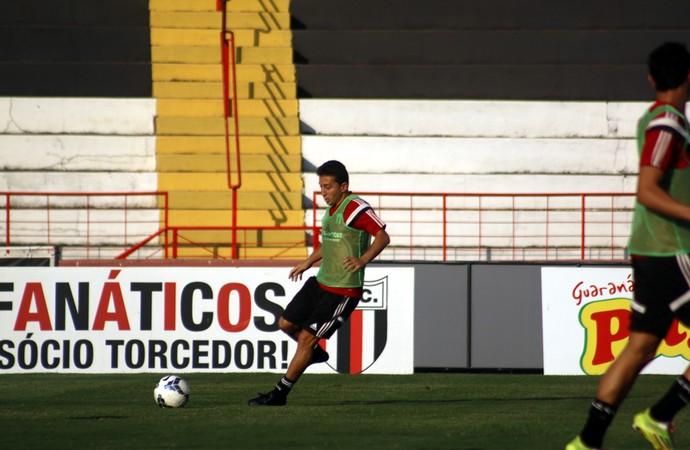 Guaru, meia do Botafogo-SP (Foto: Cleber Akamine)