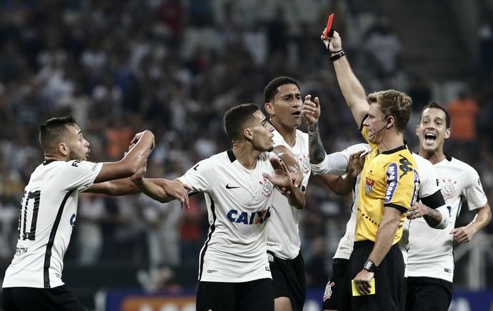 Gabriel Cartão Vermelho Corinthians x Palmeiras (Foto: Miguel Schincariol/Estadão Conteúdo)