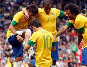 OScar e neymar brasil gol bielorrussia futebol londres 2012 (Foto: Agência Reuters)