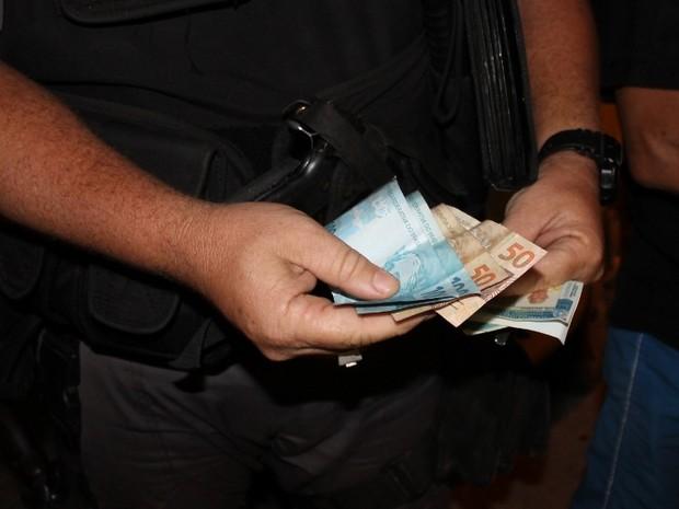 Idoso bêbado tentou subornar a polícia com R$ 300 (Foto: Romário Barros/Lei Seca Maricá)