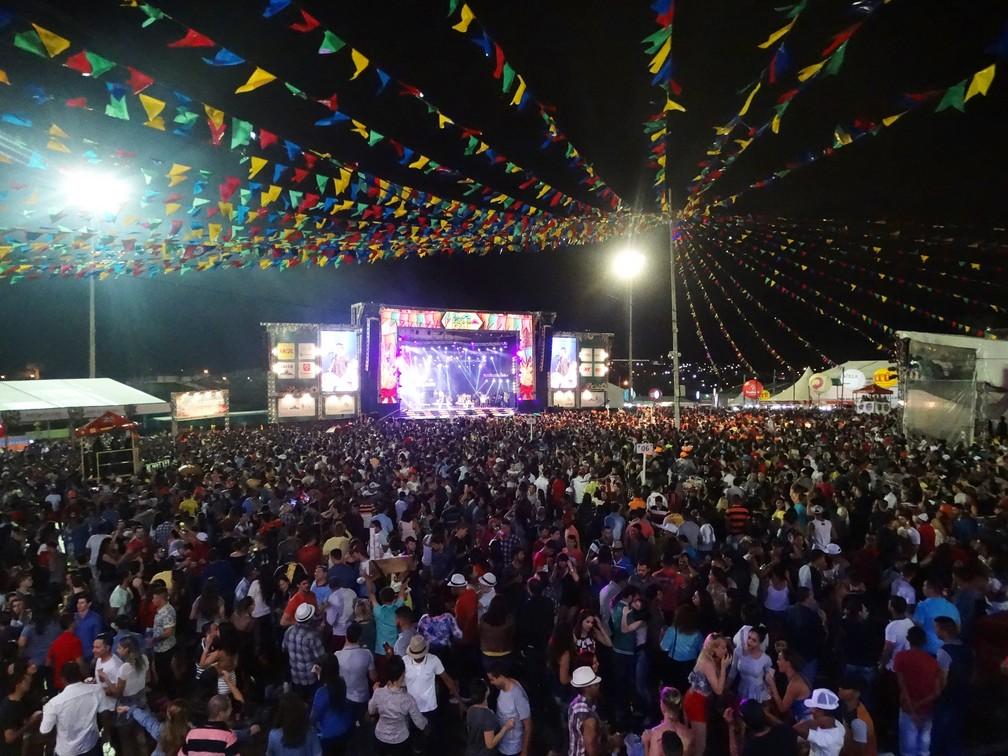 Cerca de 40 mil pessoas estiveram no Pátio de Eventos durante a abertura do São João 2017 de Caruaru (Foto: Joalline Nascimento/G1)