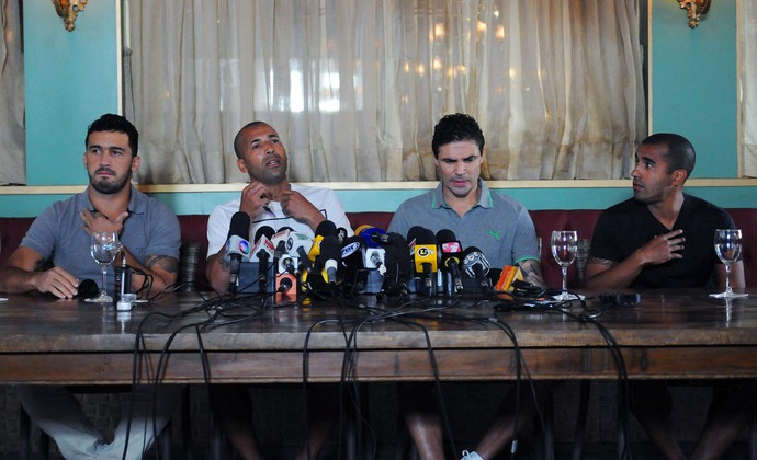 Coletiva Emerson Sheik, Edílson, Bolívar e Julio Cesar (Foto: André Durão)
