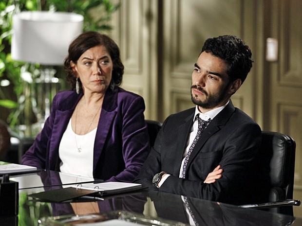 Maria Marta fica passada ao ouvir pedido de demissão do amado filho (Foto: Inácio Moraes / TV Globo)