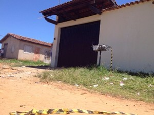 Dupla invade casa após festa e mata 3 pessoas em Aparecida de Goiânia, GOiás (Foto: Giovana Dourado/TV Anhanguera)