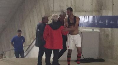 Presidente do Flamengo se encontra com Réver após a partida (Foto: Raphael Zarko)