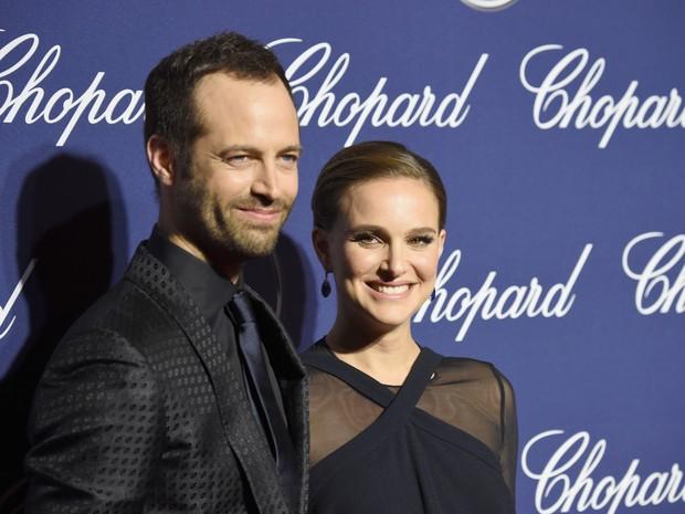 Natalie Portman e o marido, Benjamin Millepied, em festival e cinema em Palm Springs, Califórnia, nos Estados Unidos (Foto: Frazer Harrison/ Getty Images/ AFP)