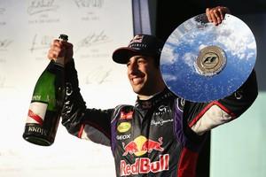 Farsa? Sempre sorridente, Daniel Ricciardo não economizou na comemoração pelo segundo lugar em Melbourne (Foto: Getty Images)
