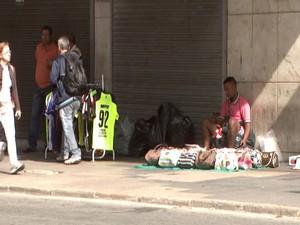 Comércio ambulante em Divinópolis (Foto: TV Integração/Reprodução)