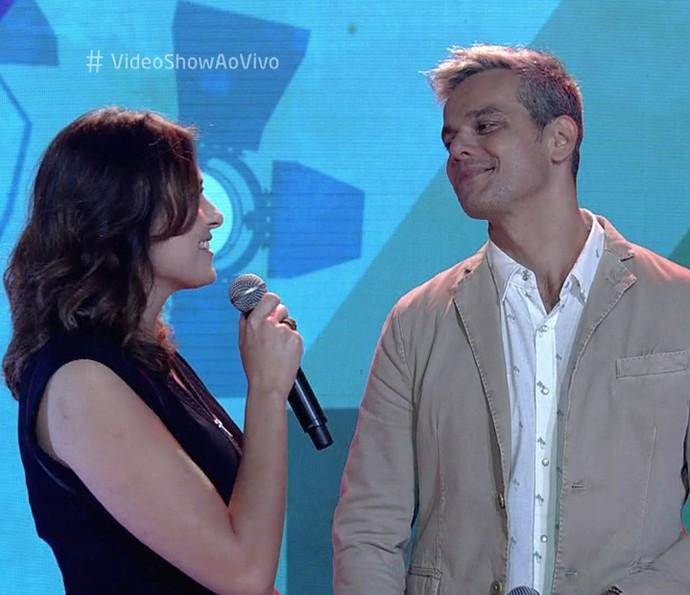 Monica Iozzi e Otaviano Costa cantaram juntos (Foto: Vídeo Show / Gshow)