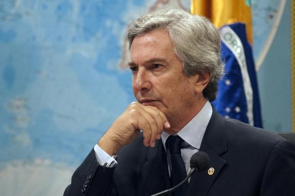 Investigado na Lava Jato, Collor investe contra Ministério Público