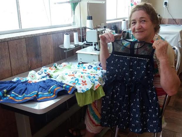 Vestidos de Rita Machado, de 69 anos, custam entre R$ 40 e R$ 80 (Foto: Verônica Machado/Arquivo Pessoal)