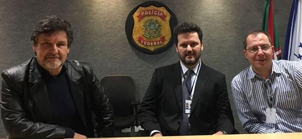 Antonio Calloni com delegados da Polícia Federal em prepração para o filme A Lei é Para Todos (Foto: Reprodução/Instagram)