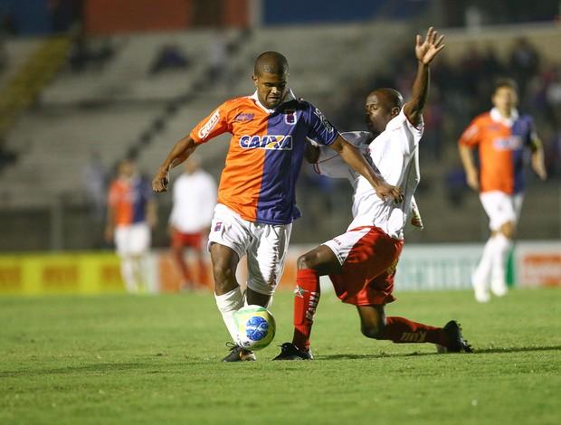 Henrique no jogo Paraná e Boa Esporte (Foto: Geraldo Bubniak / Agência Estado)