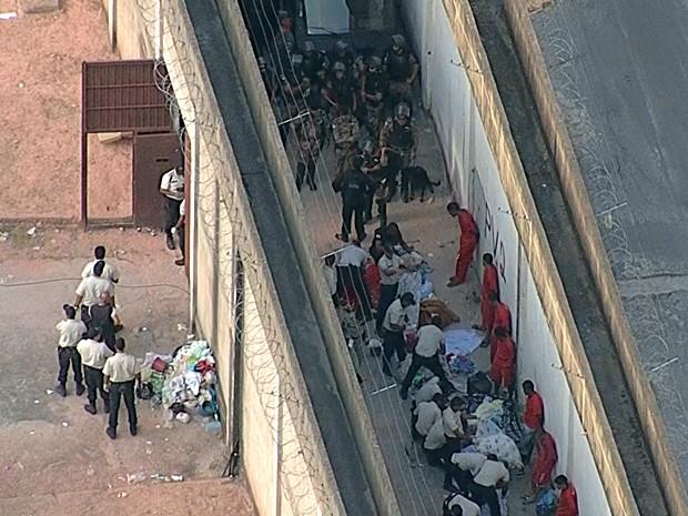 Rebelião na Penitenciária Nelson Hungria, em Contagem, acabou por volta das 16h (Foto: Reprodução/TV Globo)