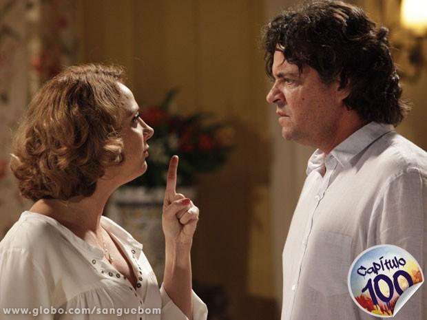 Brenda ameaça revelar passado de Rosemere e opção sexual de Filipinho  (Foto: Sangue Bom / TV Globo)