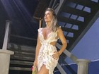 Iris Stefanelli tira o fôlego e mostra seu look sensual frente e verso