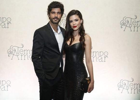 Viória Strada e Bruno Cabrerizo são o casal protagonista de Tempo de amar (Foto: TV Globo/ César Alves)