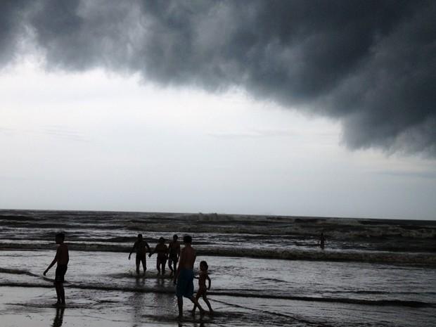 Temporal se aproxima de Capão da Canoa, RS (Foto: Giancarlo Barzi/RBS TV)