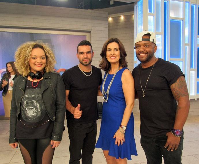 Convidados com a apresentadora nos bastidores do 'Encontro'  (Foto: Viviane Figueiredo Neto/Gshow)