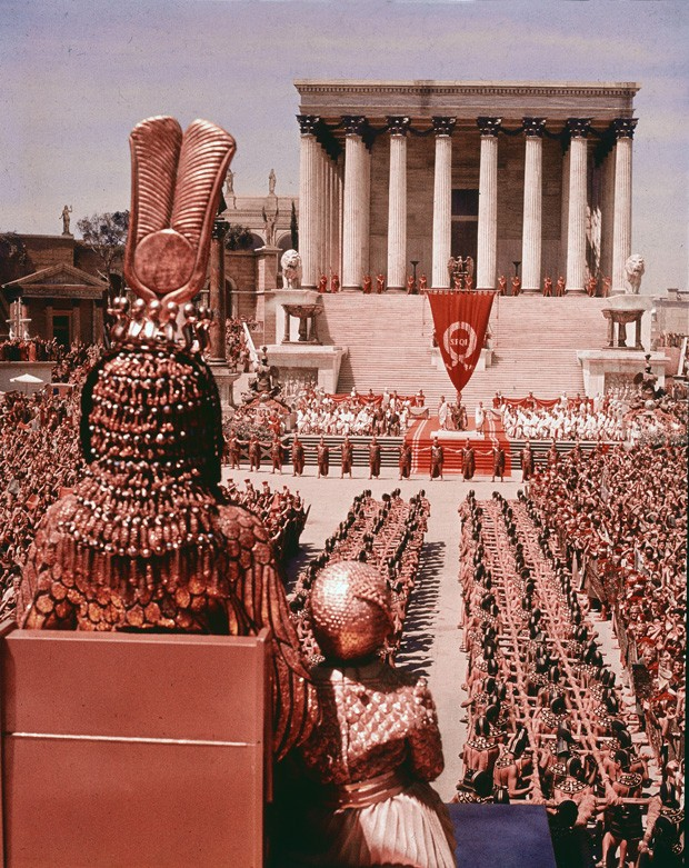 High-angle crowd scene from the film, 'Cleopatra,' directed by Joseph Mankiewitz, 1963. (Photo by 20th Century Fox/Courtesy of Getty Images) (Foto: Getty Images)