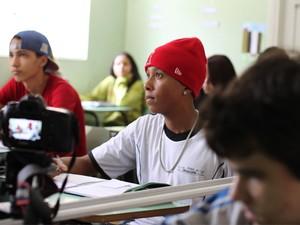 Cenas do clipe foram captadas também na escola onde ele estuda (Foto: Rick Fotografias)