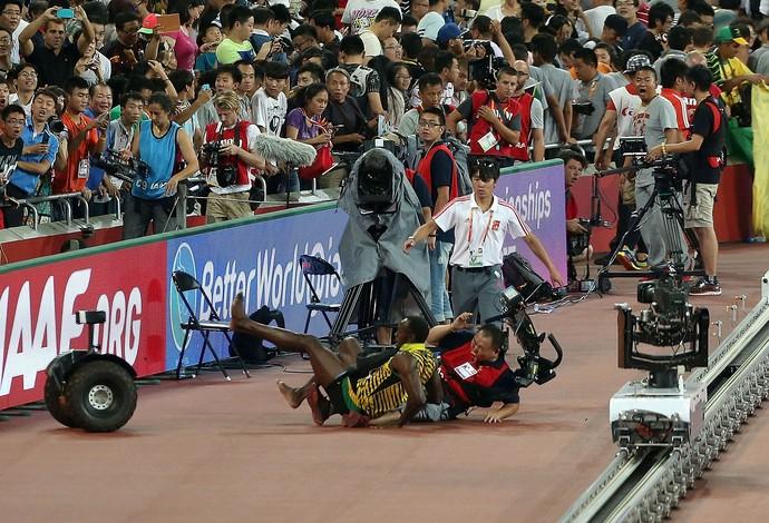 Usain Bolt camera Tao Song acidente atletismo Mundial Pequim (Foto: Getty Images)