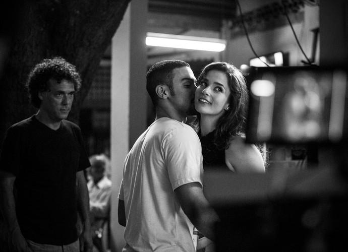 Oi? Jacaré e Sofia se pegando? Sérgio Malheiros e Priscila Steinman gravam cenas quentes (Foto: Raphael Dias / Gshow)