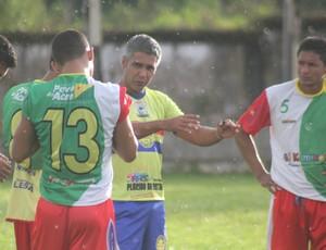 Nilton Nery, técnico do Plácido, comanda treino no Ferreirão (Foto: João Paulo Maia)