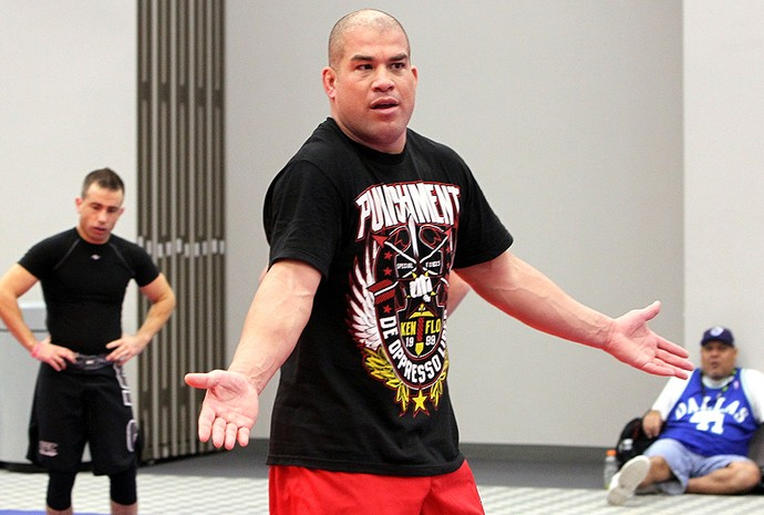 Tito Ortiz durante seminário do UFC (Foto: Getty Images)