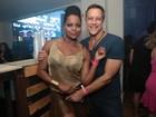 Adriana Bombom está noiva de antigo namorado: 'coisa do destino'