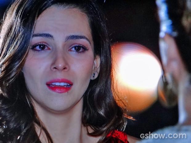 Marina custa a acreditar que Clara não vai mais trabalhar no estúdio (Foto: Em Família/ TV Globo)