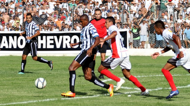 Treze 2 x 0 Paraíba, no Estádio Presidente Vargas (Campeonato Paraibano 2013) (Foto: Magnus Menezes / Jornal da Paraíba)