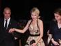 Naomi Watts quase mostra demais em première no Festival de Veneza