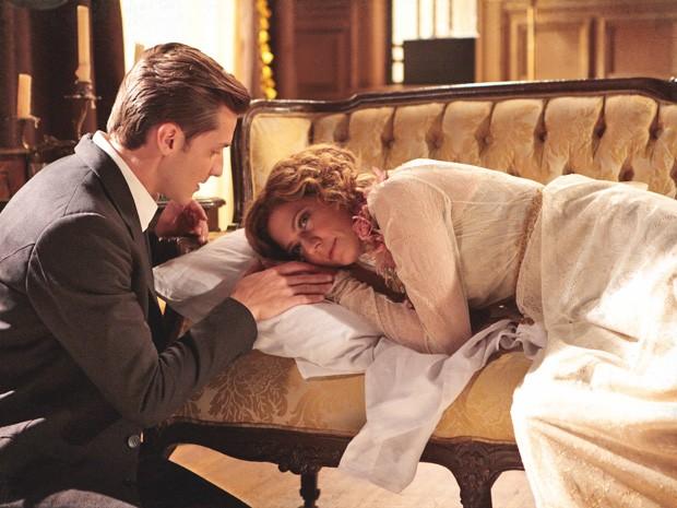 Umberto sente que está muito perto de conseguir seduzir Constância (Foto: Lado a Lado/TV Globo)