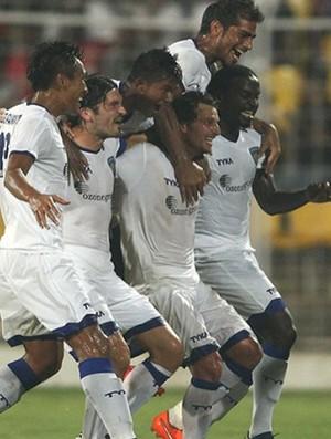 Elano vai comemorar com Materazzi no Chennaiyin FC (Foto: Divulgação/Indian Super League)