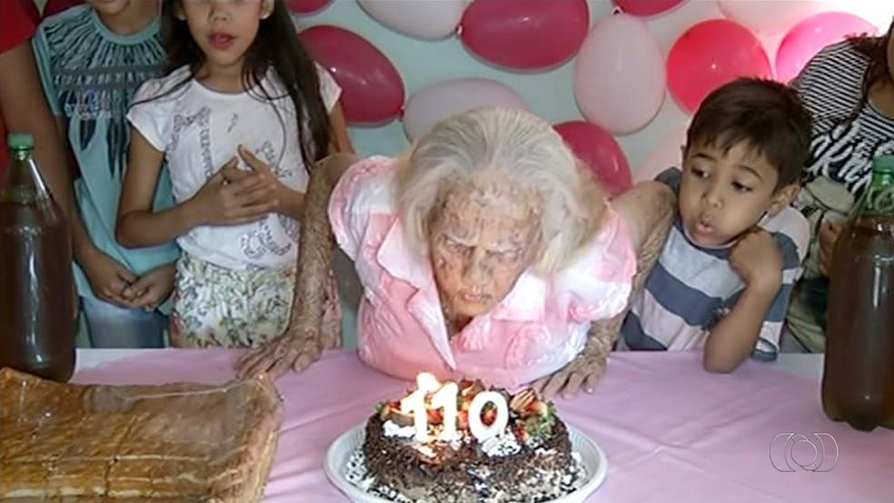 Vovó de 110 anos é exemplo de longevidade (Foto: Reprodução/TV Anhanguera)