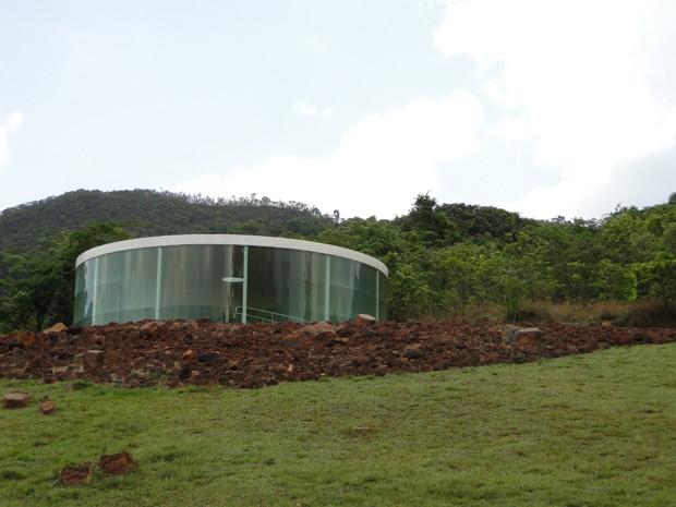 Galeria abriga o Sonic Pavilion que exibe os 'sons da terra'. (Foto: Alex Araújo / G1)