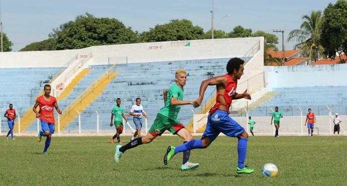 Sem time definido para estreia, jogadores buscam titularidade (Foto: Abmael Marrichi / Divulgação)