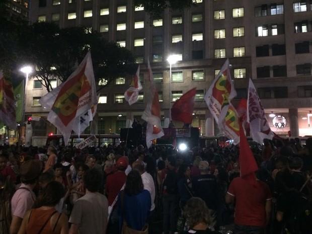 Ato contra processo de impeachment da presidente Dilma Rousseff teve início na Praça da Candelária. (Foto: Nicolás Satriano/G1)