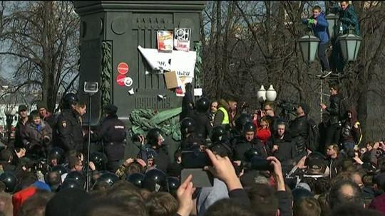Centenas de pessoas são detidas na Rússia em protestos contra o governo