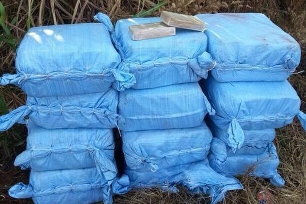 Meia tonelada de cocaína era transportada por suspeitos (Foto: Divulgação/Graer)
