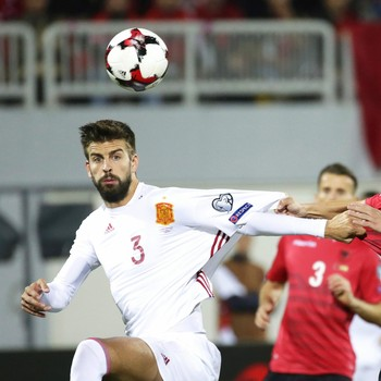 f9057f5667 Jornal  federação tentará fazer Piqué repensar saída da seleção espanhola