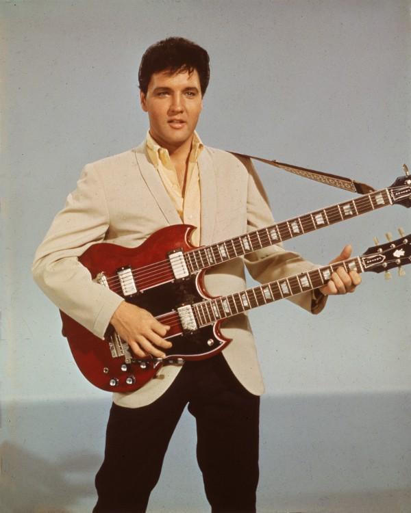 Caso Elvis tenha realmente morrido (há controvérsias), afirmam que a causa foi uma overdose de medicamentos prescritos por um médicos.  (Foto: Getty Images)