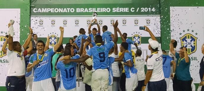 Macaé com troféu (Foto: Pedro Cruz)